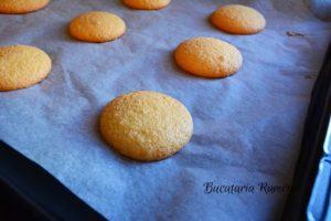 Biscuiti-cu-dulceata-de-capsuni-e