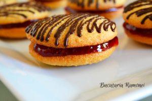 Biscuiti-cu-dulceata-de-capsuni-h