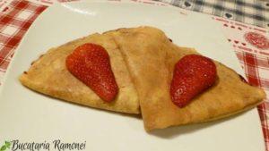 Clatite-cu-iaurt-si-dulceata-de-capsuni-i