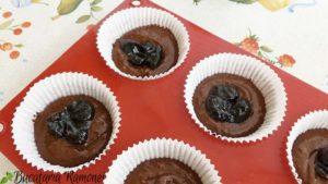 Muffin-cu-ciocolata-si-dulceata-de-cirese-d