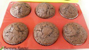 Muffin-cu-ciocolata-si-dulceata-de-cirese-f