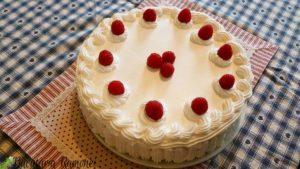 Tort-cu-crema-pasticcera-si-zmeura-a1