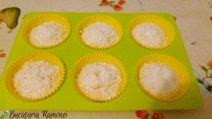 Muffin-cu-cocos-si-limoncello-i