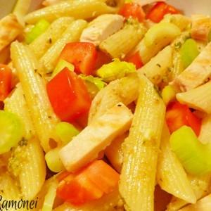 Salata de pennette cu piept de pui