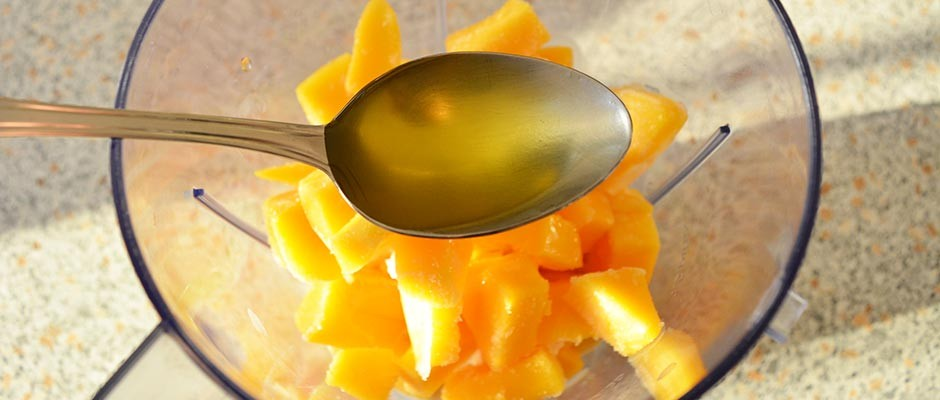 Smoothie cu banane, mango si spanac