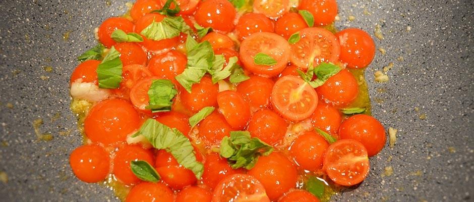 Spaghetti cu rosii cherry si usturoi