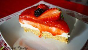 Prajitura cu iaurt si gelatina de capsuni