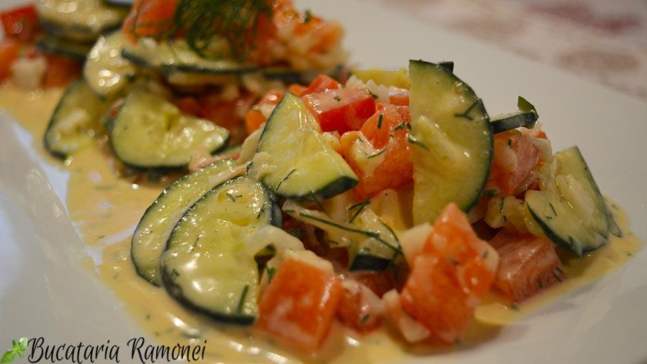Salata de castraveti cu sos de marar