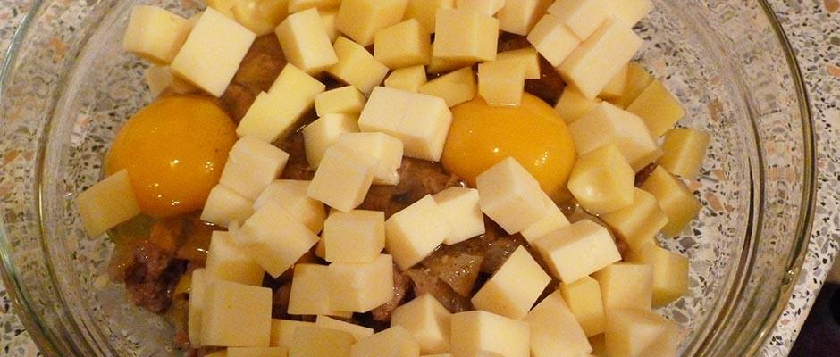 Tarta sarata cu ceapa carnati si cascaval