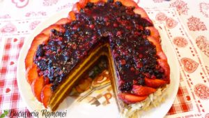 Tort-cu-fructe-de-padure-t