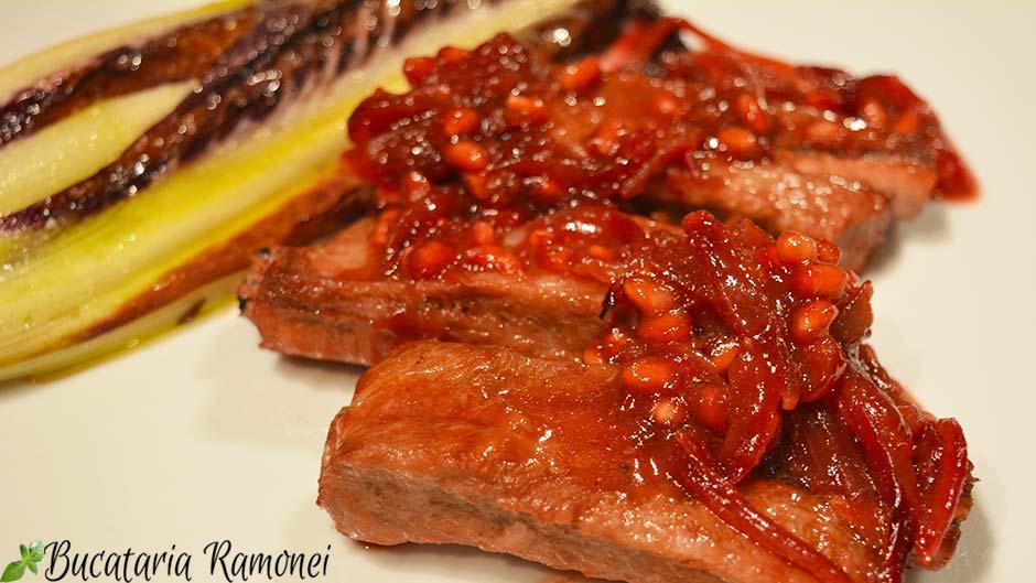 Costite de porc cu sos de rodie