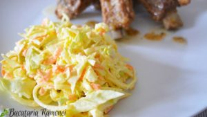salata-de-varza-morcovi-si-ceapa-cu-sos-de-iaurt-c