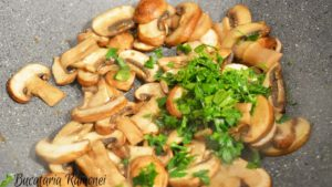 cartofi-cu-ciuperci-la-cuptor-c