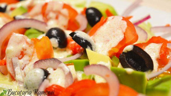 Salata de avocado cu sos de iaurt