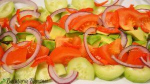 salata-de-avocado-cu-sos-de-iaurt-a