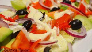salata-de-avocado-cu-sos-de-iaurt-c
