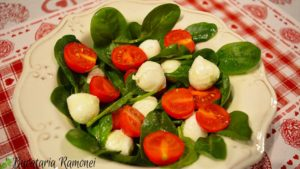 salata-de-spanac-rosii-si-mozzarella-c