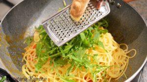 spagetti-cu-caracatita-si-rucola-e