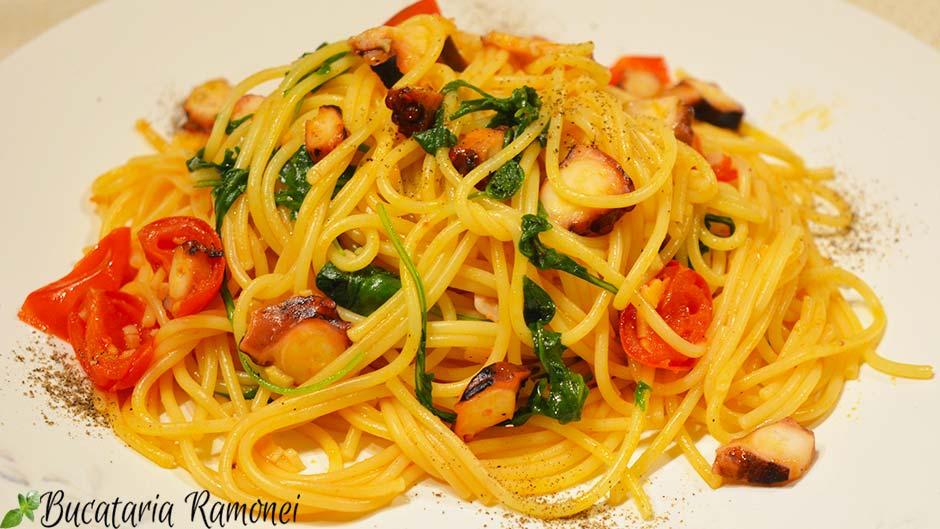 Spaghetti cu caracatita si rucola