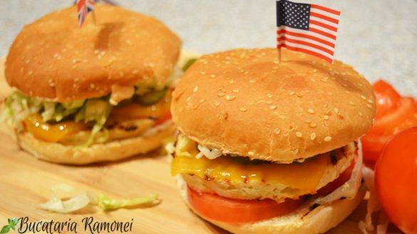 Cheeseburger cu pui
