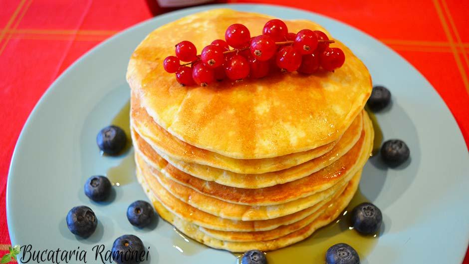 Pancakes cu sirop de artar