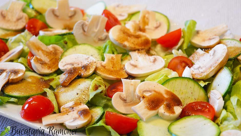 Salata cu ciuperci si dovlecei