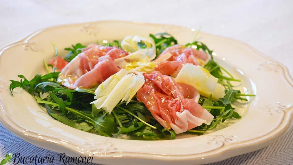 Salata de rucola cu prosciutto crudo