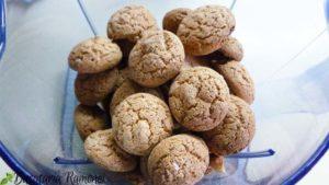 Prajitura-cu-biscuiti-amaretti-si-pesmet-a