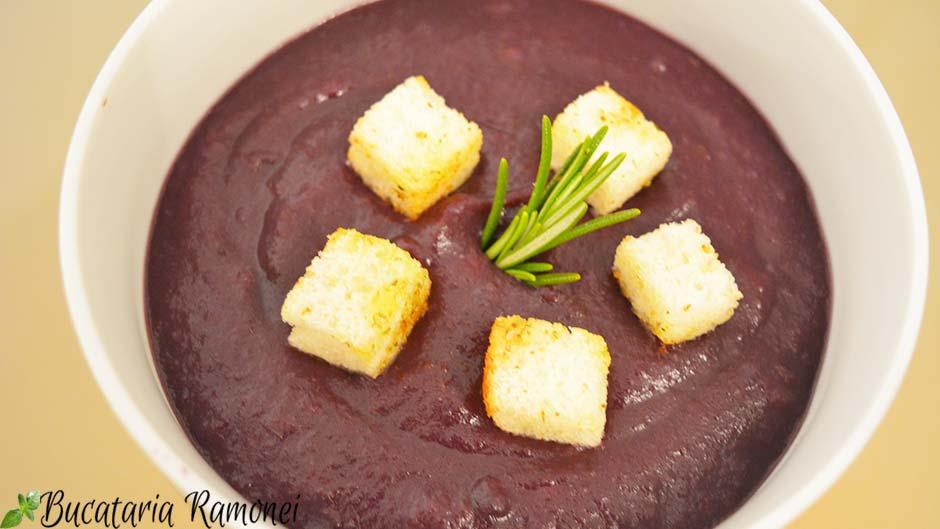 Supa crema de morcovi mov