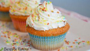 Cupcake-cu-frosting-de-branza-i