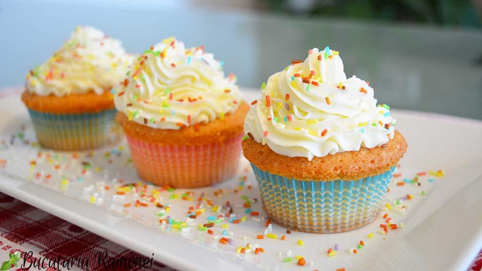 Cupcake cu frosting de branza