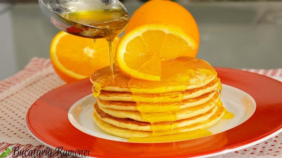Pancakes cu sirop de portocale