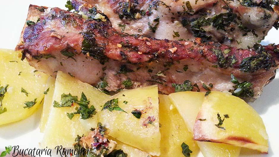 Costite de porc cu cartofi la cuptor