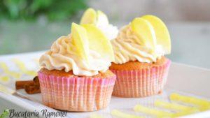 Cupcakes-cu-mere-si-scortisoara-m
