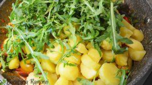 Salata-de-cartofi-rosii-rucola-si-masline-d