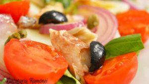 Salata-pantesca-cu-macrou-d
