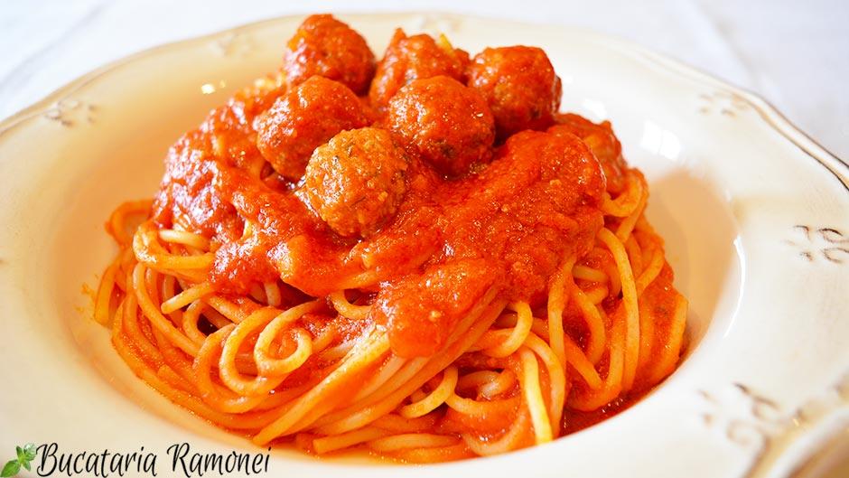 Spaghetti cu chiftelute
