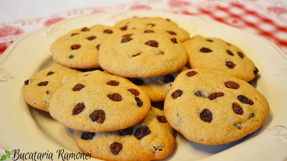 Cookies cu stafide si scortisoara