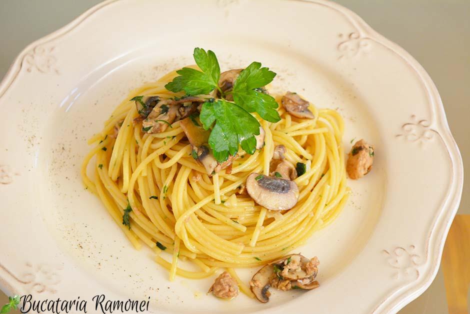 Spaghetti cu ciuperci si ton