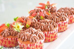 Cupcakes-cu-capsuni-si-crema-de-nutella-n