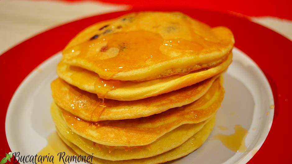 Pancakes cu afine si sirop de agave
