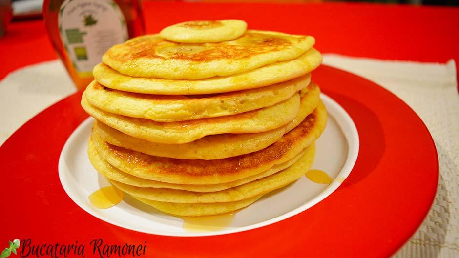Pancakes cu banane si sirop de agave