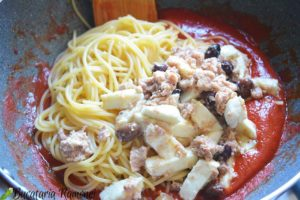 Spaghetti-alla-caprese-cu-ton-d