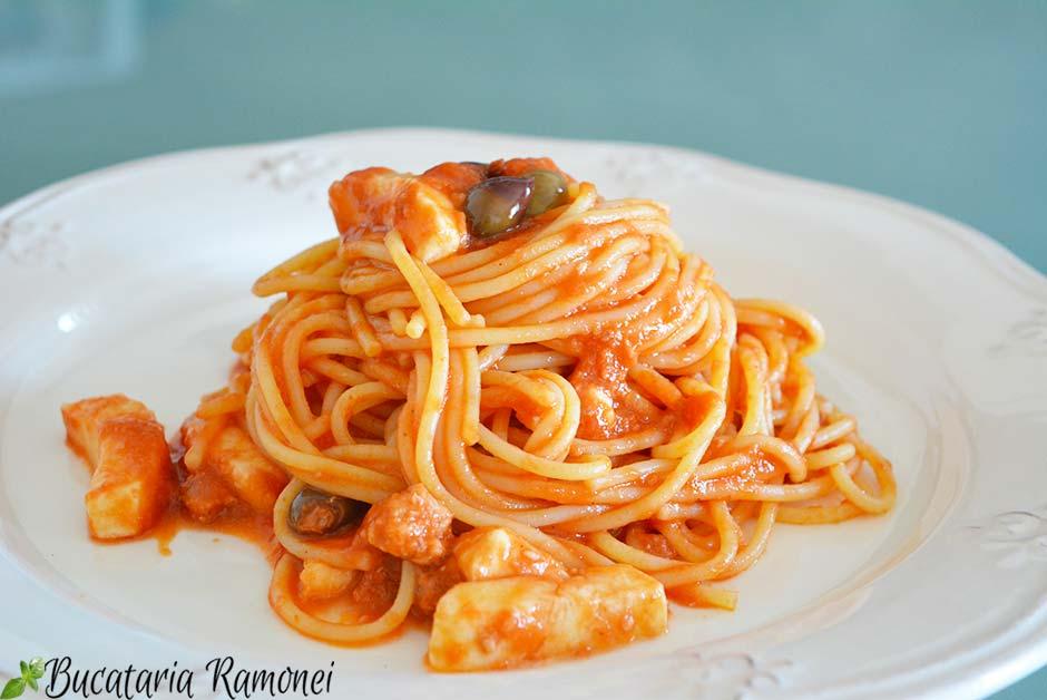 Spaghetti alla caprese cu ton
