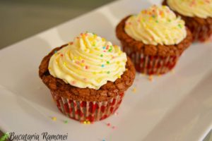 Cupcakes-cu-ciocolata-si-crema-de-mascarpone-j