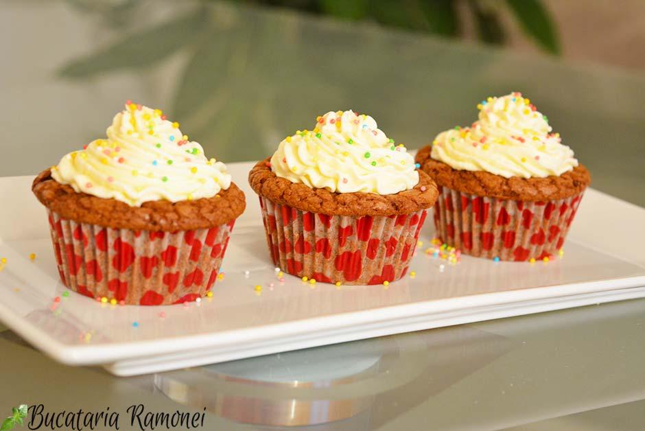 Cupcakes cu ciocolata si crema de mascarpone
