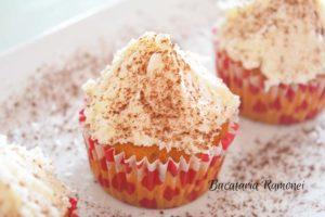 muffins-cu-frosting-de-nuca-de-cocos-q