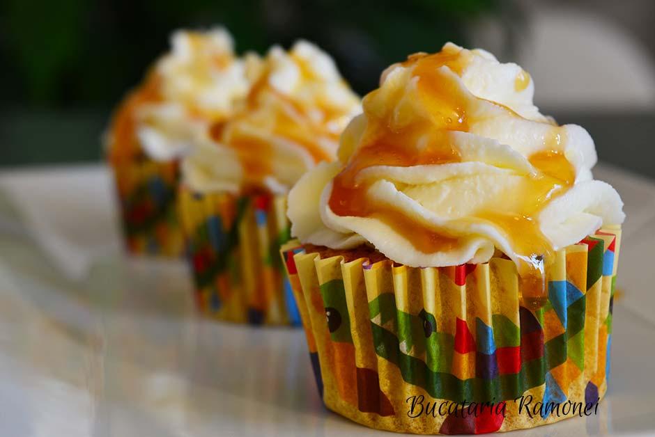Cupcakes cu morcovi si crema de branza