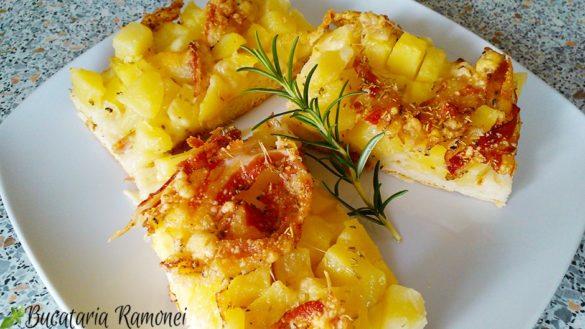 Focaccia cu cartofi, mozzarella si pancetta