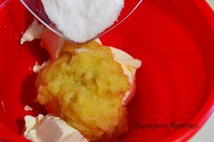 cheesecake-cu-banane-si-sos-de-afine-h